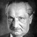 """Martin Heidegger - """"Pastir Bitka"""", """"Autentični Tubitak"""", """"Mislioc protiv mišljenja"""", čovjek koji je vidio Nacizam kao """"odlučni prodor Bitka"""" i destrukciju metafizike, pa se predomislio. Polazište mišljenja mu je tzv. """"tubitak"""", izraz koji bi mogli prevesti kao """"individuum"""" ili """"čovjek bez svojstava"""". Aleksandar Dugin ga uzima kao inspiraciju za svoju """"Četvrtu političku teoriju"""" koja nas, među ostalim, mora osloboditi iluzije da smo individuumi na način da shvatimo da smo individuumi. Sretno nam bilo"""